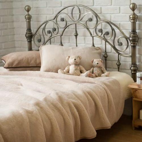 Одеяло Верблюд Капучино. Легкое шерстяное тканое одеяло. 30% верблюжий пух, 70% открытая шерсть мериноса. ТМ Magicwool (Монарх), Россия