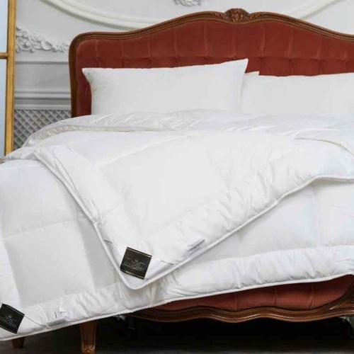 Одеяло Trois Couronnes Revival OmniBody Гипоаллергенное всесезонное стеганое одеяло. 50% тенсель (Tencel) эвкалиптовое волокно, 50% гипоаллергенное волокно. Trois Couronnes, Швейцария