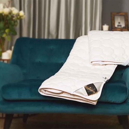 Наматрасник-Топпер « Trois Couronnes Nature Wool». Стеганный с резинками по углам. Наполнитель 100% овечья шерсть. Ткань 100% хлопок. Производство ТМ Trois Couronnes, Швейцария