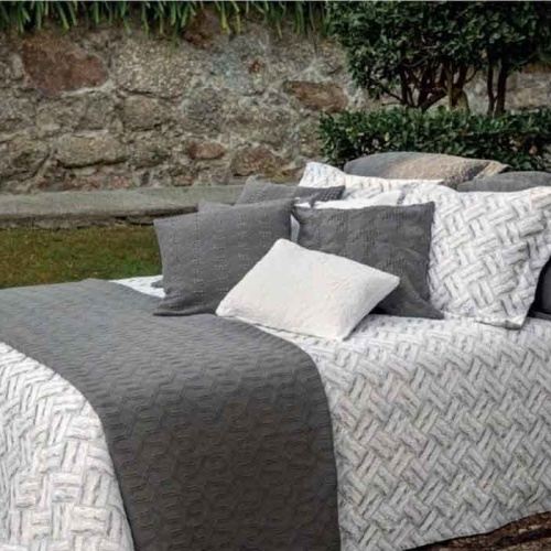 «Lumatex арт. Fust331 grey 10 W» покрывало жаккардовое . Состав 80% хлопок, 20% полиэстер. Производство ТМ «Lumatex», Португалия