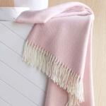 Плед PLUME ROSE розовый. Состав 52% овечья шерсть, 42% акрил. ТМ Blanc des Vosge, Франция